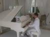 PAOLO DRIGO AL PIANOFORTE BIANCO A CODA EVENTO DI CLASSE